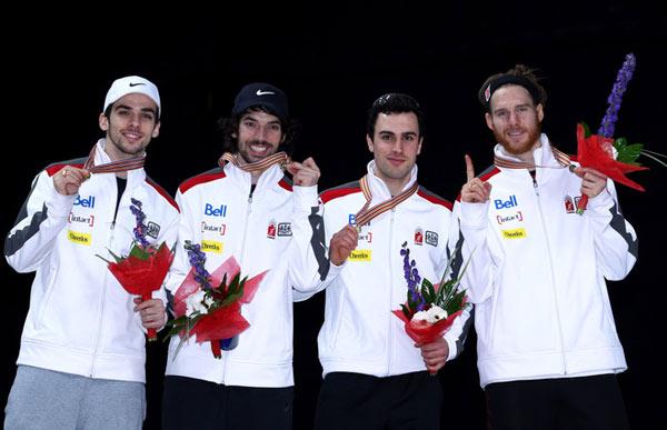 加拿大队收获男子接力金牌