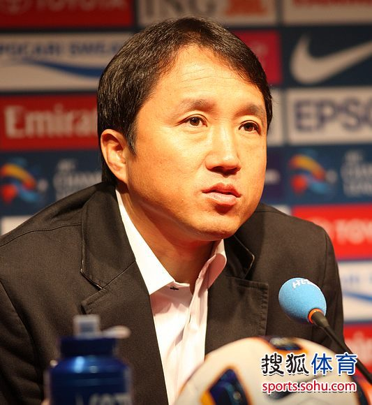 图文:杭州绿城赛前发布会 首尔主帅黄浦光