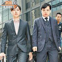 丛培坤(左)也现身法院进行预审