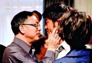 《单身男女》片场,杜琪峰亲自为高圆圆示范与古天乐的亲密戏