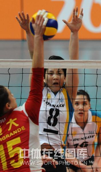 图文:[女排半决赛]上海3-1恒大 张磊不惧露点