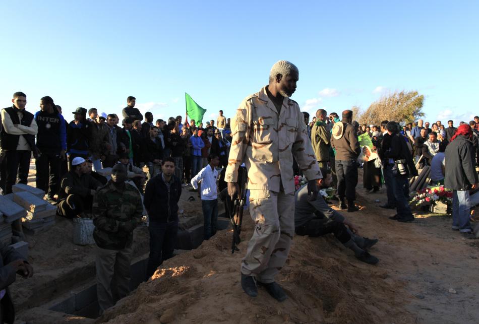 利比亚战火实拍:悲惨无辜的利比亚民众[高清](