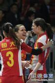 图文:[女排]恒大3-1上海 祝贺乔瓦娜