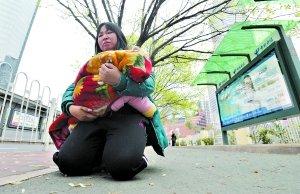 跪爬千米母亲表示不再需要捐款 当事人已被撤职