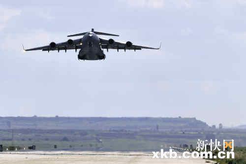 一架参与利比亚军事行动的c-17