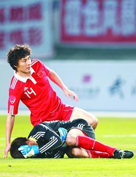 中国足球历届守门员_时间差距却只有30多个小时的两场热身赛,导致了中国国家男子足球队一