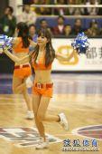 组图:东莞队篮球宝贝纹身惹眼 酒窝妹笑容甜美