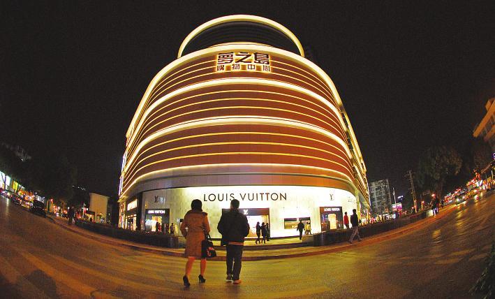 南宁梦之岛_昨晚8时30分之前,梦之岛购物中心的lv专卖店外立面灯火通明.