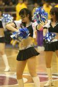 组图:东莞篮球宝贝秀面具舞 动感十足激情投入