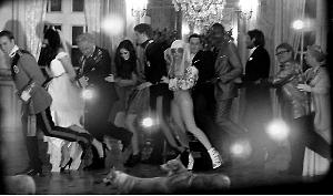 一起来跳康加!婚礼上宾主们一起跳舞,你认识其中几个?