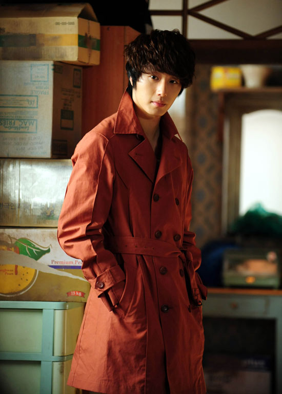 橘红色风衣(郑日宇)