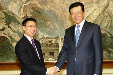 中国驻英大使会见英国上院保守党华裔议员韦鸣恩(图)