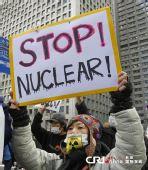 日本民众在东京电力公司总部外抗议(组图)