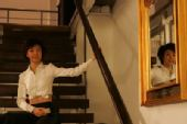 图文:张怡宁经典写真 楼梯留影白衣天使