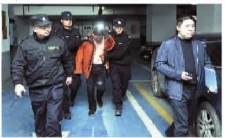3月26日凌晨,警方抓捕小组抓获传销团伙骨干蔡朝江。 通讯员 胡�� 摄