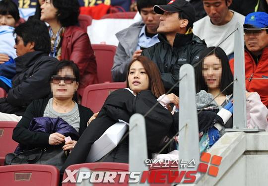 蔚山球员李浩妻子现场观战
