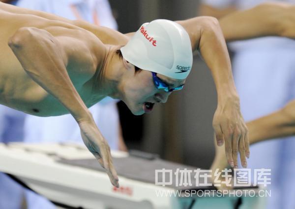 孙杨/图文:全国游泳冠军赛男800自孙杨鱼跃入水