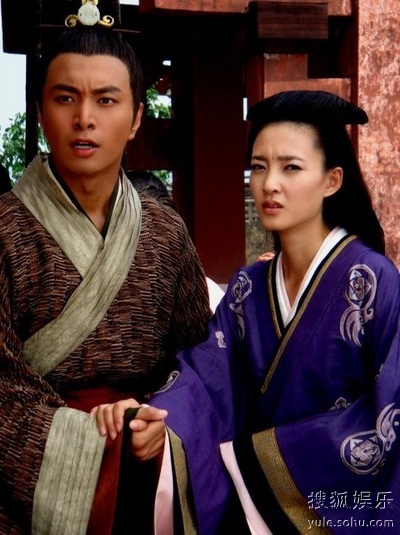 在剧中一人分饰三角的王丽坤在商道谍战中耍尽韩剧,心机巧合中她又阅机缘后宫图片