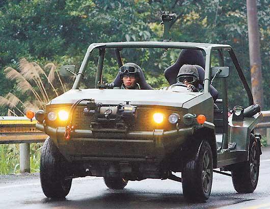 """台陆军特战队四驱突击车亮相,网友纷纷质疑称,从""""娘们""""的外型看不出贵的道理"""