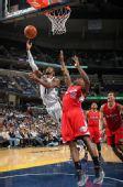 图文:[NBA]快船胜灰熊 迈克-康利单手上篮