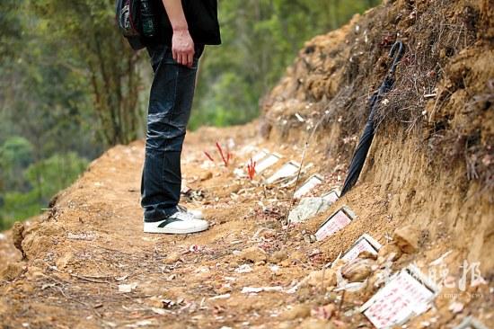 从化首创的公益经适墓地每个墓碑只得Ipad大小 羊城晚报记者 蔡弘 摄
