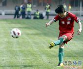 图文:[中超]河南0-0天津 大力起脚