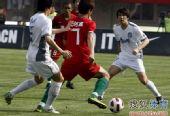 图文:[中超]河南0-0天津 肖智摆脱