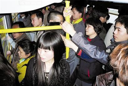 天津公交拥挤 公交美女拥挤 拥挤的公交地铁揩油图片