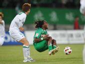 图文:[中超]杭州3-1北京 马丁内斯在比赛中