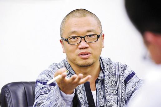 """""""海上皇宫""""郭奎章,接受记者群访 王磊/摄"""