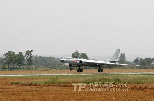 �VӖ��_兰州军区空军的轰-6轰炸机部队(中国军网图片)