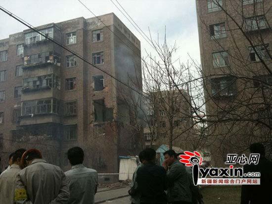 图片为事故发生现场的楼房。亚心网记者 胡大敏 摄