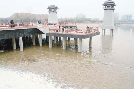 清清沣河水让汉城湖充满灵气和生机。 记者 张波 摄