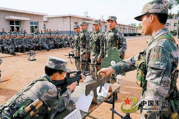 图为4月7日,优秀教练员在进行教学示范。刘桂林摄