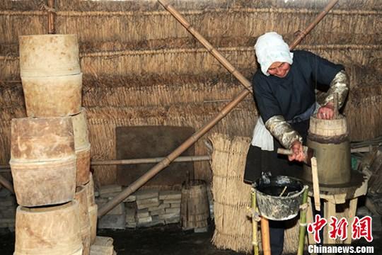 砖坯坊.展示最传统的打泥制坯工具,游人可亲身体验手工制砖做瓦之乐.
