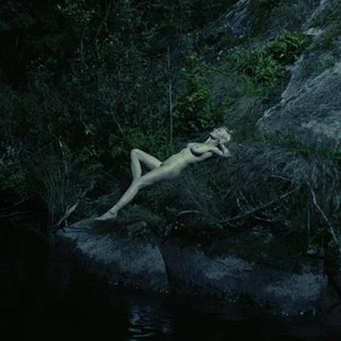 《惊悚末日》(Melancholia)电影截图 克里斯滕-邓斯特全裸出镜