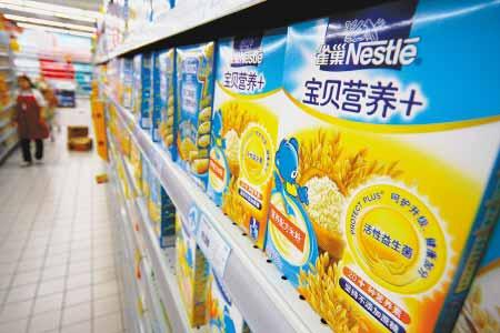 在国内一超市正在销售的雀巢婴儿米粉。 东方IC供图