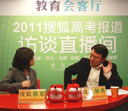 清华大学招生办公室主任于涵介绍2011年招生计划。