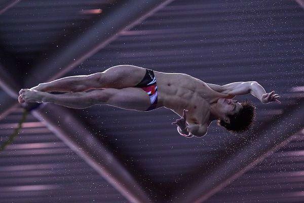 图文:跳水系列赛英国站次日 火亮正在转体