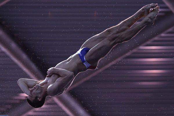 图文:跳水系列赛英国站次日 鲍迪亚正在转体