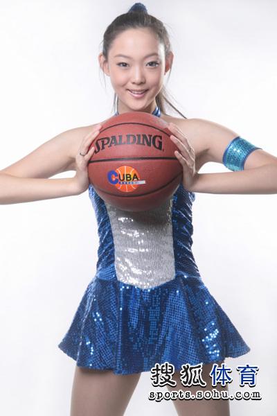 篮球宝贝身材修长