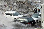 日本记者冒死拍摄海啸来袭瞬间 侥幸生还(组图)