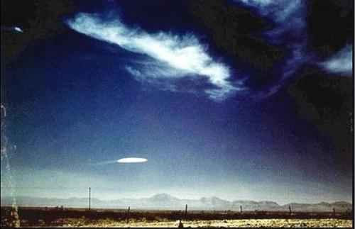 开眼 世界各地经典UFO照片