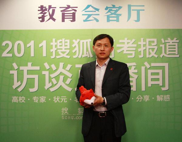中国人民大学招生办副主任 刘 介绍2011年学校招生计划。