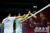 图文:[亚锦赛]风云2-0晋级 赛后友好握手