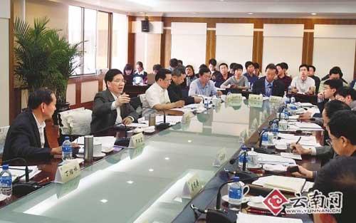昨日,省政府教育改革发展工作专题会议在昆明召开。[本报记者 禹江宁 摄]