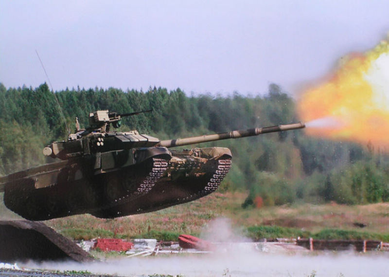 �~t_高清:俄军最新t-90a坦克玩腾空开火绝活(组图)