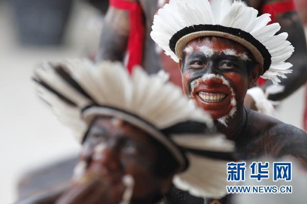 巴西庆祝印第安人日(组图)-搜狐滚动