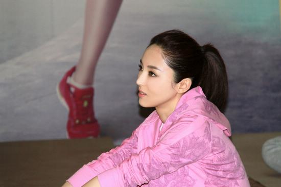 男人襙女人视频_董璇号召全民塑型迎夏日 优美身姿示范瑜珈动作-搜狐娱乐