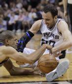 图文:[NBA季后赛]马刺VS灰熊 巴蒂尔倒地拼抢
